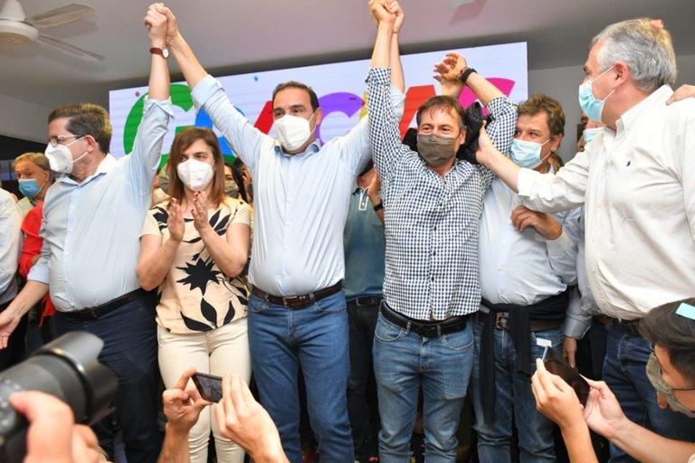 Aplastante triunfo de Gustavo Valdés en las elecciones correntinas